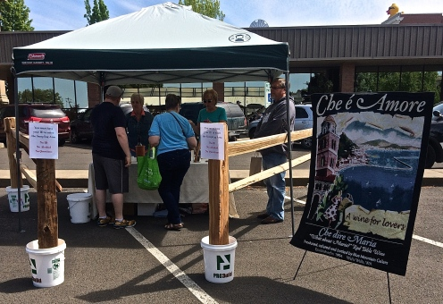 Walla Walla's Downtown Farmers Market has wine tasting! Although approved for last year's market, I worked and missed most of them, so this was my first experience.