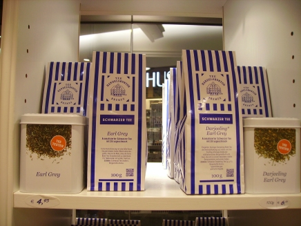 e distinctive blue and white bags of tea with the Bremen train station on them from Tee Handelskontor.
