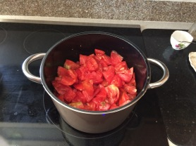Coarsely chopped tomatoes for sauce.
